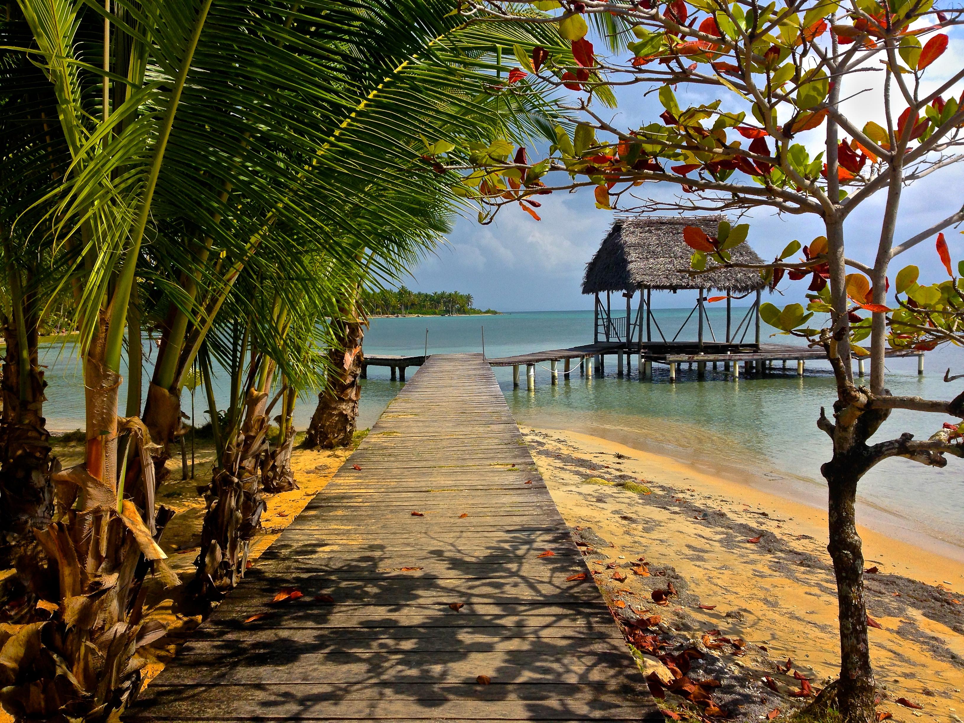 Some lucky guy's dock at Starfish Beach - El muelle de una persona muy afortunada en Playa Estrella